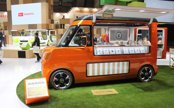 <p>It pops open to become a food truck.</p>