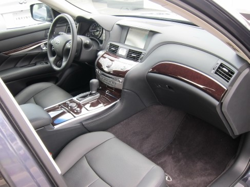 2011 Infiniti M rear seat