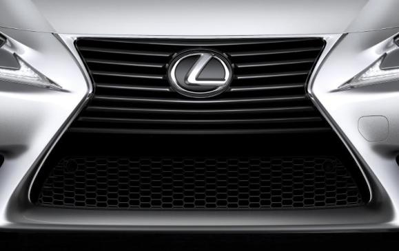 2014 Lexus IS grille