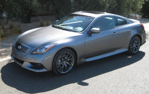 2011 infiniti G37 IPL Coupe - front 3/4 view high