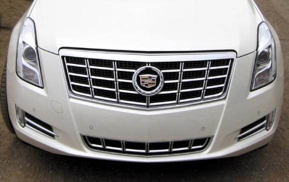 2013 Cadillac XTS - front grille and lights
