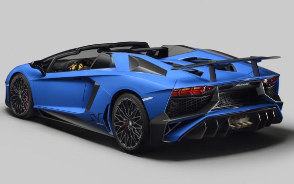 <p>Lamborghini Aventador 750-4 Superveloce Roadster</p>