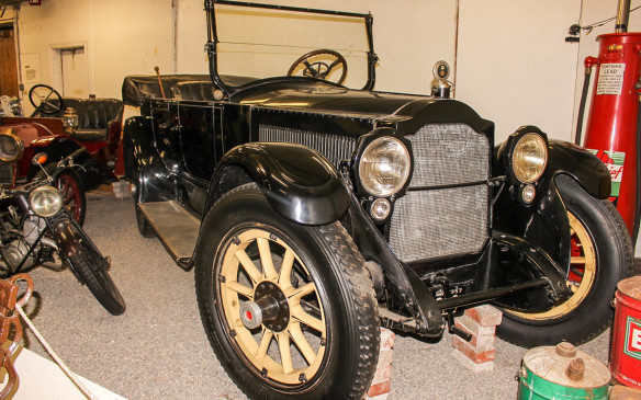 <p>Representing American luxury cars is this 1918 Packard Twin Six 3-25 Phaeton. It was powered by a 454-cubic-inch (7.4-litre), 90-horsepower V-12 engine!</p>