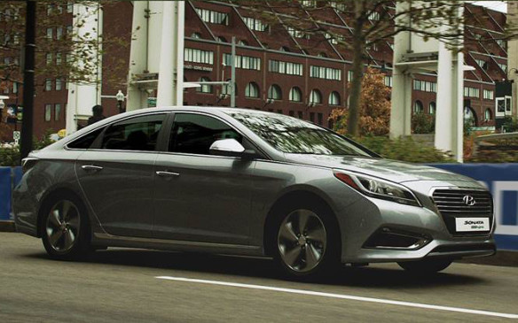 <p>Hyundai Sonata Plug-In crosses the finish line in Boston</p>