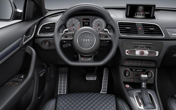 <p>2016 Audi RS Q3 Performance cockpit</p>