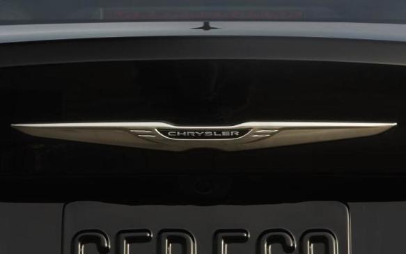<p>Chrysler 200S Alloy Edition Chrysler badge</p>