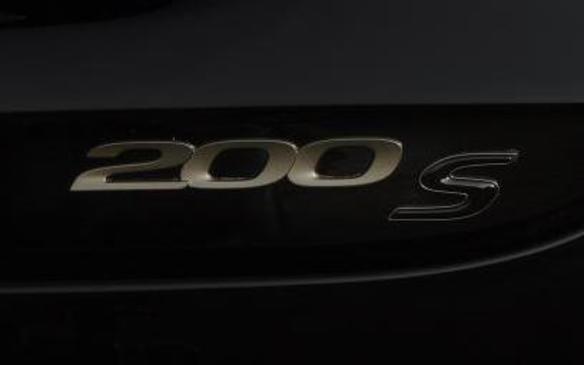 <p>Chrysler 200S Alloy Edition logo</p>