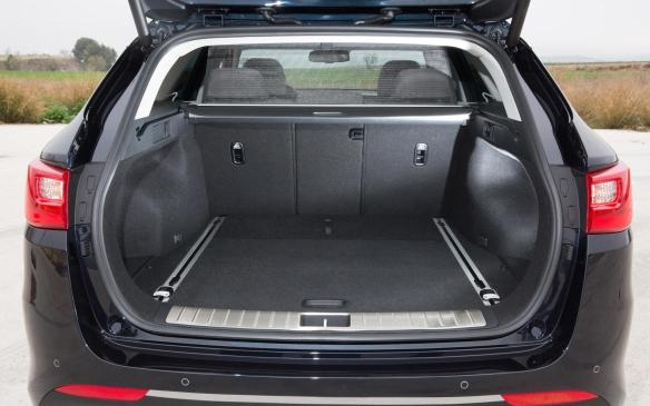 <p>Kia Optima Sportswagon cargo area</p>