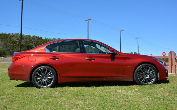 <p>Not much has changed with the Q50's 2016 styling as Infiniti has maintained the status quo in the looks department with a focus towards performance and technology. The mid-size sedan keeps its sleek silhouette and body lines that give it an aggressive, bold stance. The only exterior styling distinctions the Red Sport 400 gets are 'Q50S' red badging and special exhaust tips.</p>