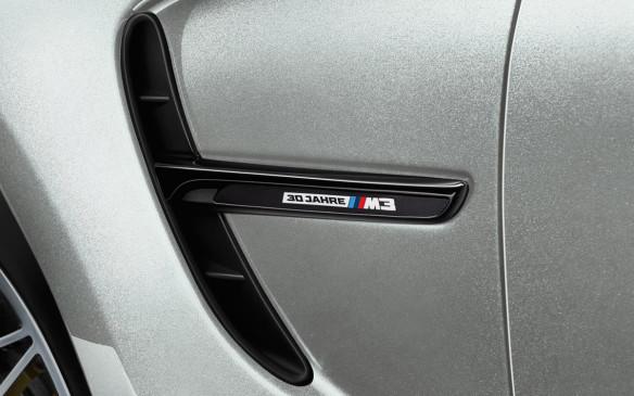 <p>BMW M3 30 Jahre Edition fender gill</p>