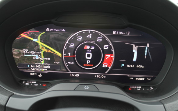 <p>The S3 can be configured with a race display, highlighting the tachometer.</p>