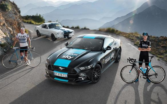 <p>Ford cycling team support Mustang from 1966 and 2016</p>