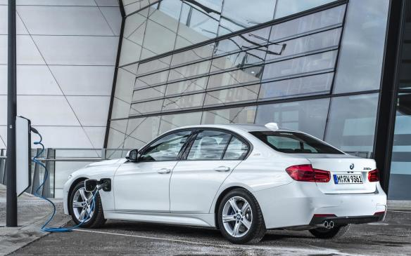 <p>2017 BMW 330e iPerformance</p>