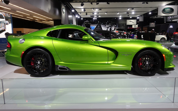<p>How to resist a profile shot of this Viper coupe in Stryker Green garb! Under its long hood shell lies an 8.4-litre, aluminium-block V-10 engine rated at 645 horsepower and an asphalt-ripping 600 lb-ft of torque.</p>