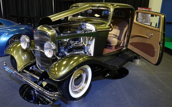 <p>Behold this clean, classic interpretation of the archetypal hotrod, the legendary 1932 Ford, nicknamed 'Deuce Coupe'.</p>