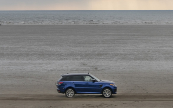 <p>Range Rover Sport SVR 0-100km/h run on sand</p>