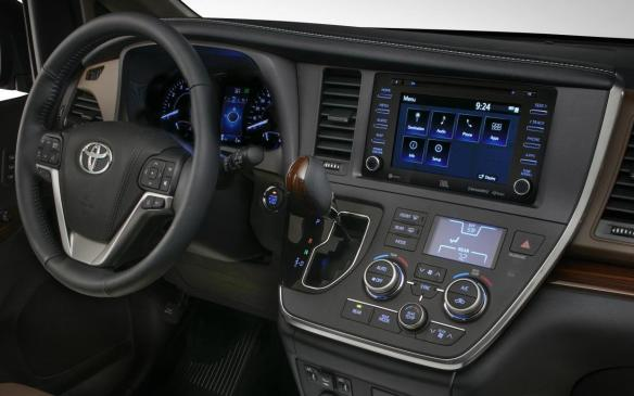 <p>2018 Toyota Sienna instrument panel</p>