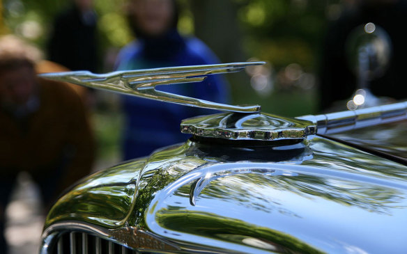 <p>Some animal inertia was deemed to not be indicative enough of performance, so the movement was stylized further to give it more dynamism. An example is Duesenberg's highly-stylized flying eagle, dubbed the Duesenbird. As with much of Duesenberg's engineering and designs, the hood ornament was regarded as ahead of its time in design and presentation. (Credit: Wikipedia/Magnus Bäck)</p>