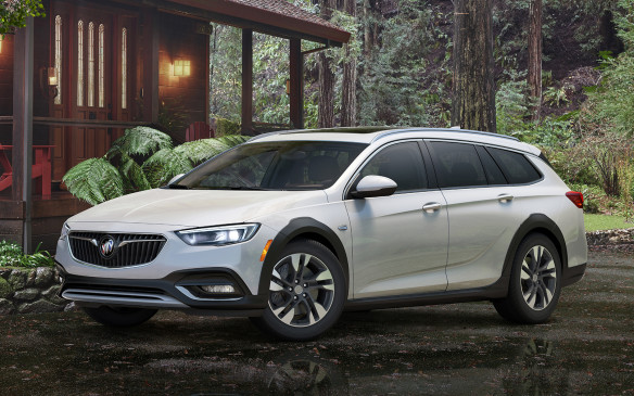 <p>2018 Buick Regal TourX</p>