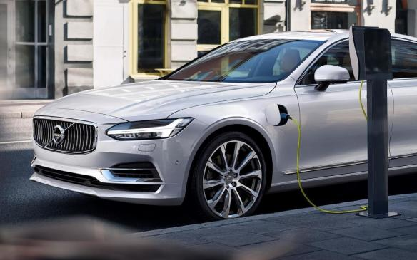 <p>T8 Volvo S90 charging</p>