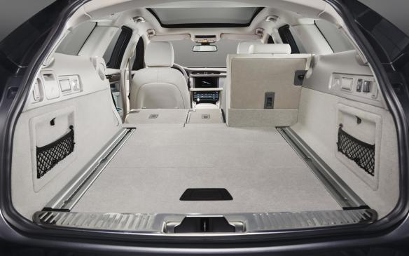 <p>Jaguar XF Sportbrake cargo space</p>