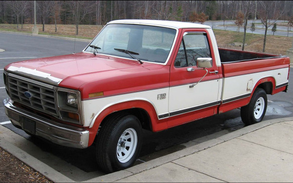 <p>Nobody's really sure of the vintage of the F-350 used in the film, but judging from the headlight and grille treatments, it's a good guess that it's the seventh generation truck that looked a lot like the sixth-gen but had a blue oval in the centre of the grille. Engine choices in the early-'80s included a 120-hp 4.9-litre straight-6, up to a 245-hp 7.5-litre V-8. They came in gasoline or diesel powertrains.</p>