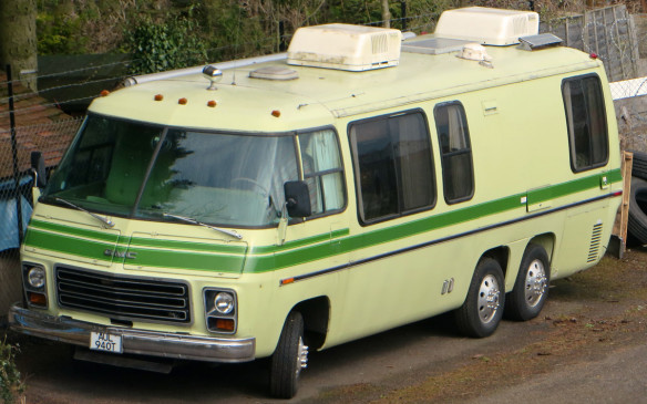 <p>Believed to be a 1976 Palm Beach model, nobody can really pinpoint the exact year of the GMC Motorhome from which the EM-50 was created because the production-line vehicles were only built between 1973 and 1978, by GM's Truck & Coach Division as a fully-finished vehicle (rather than conversions of other manufacturers on various truck chasses). The front-wheel drive vehicles used Oldsmobile 7.5-litre or 6.6-litre V-8s and 3-speed automatics. (Credit: Wikimedia Commons/Mic)</p>