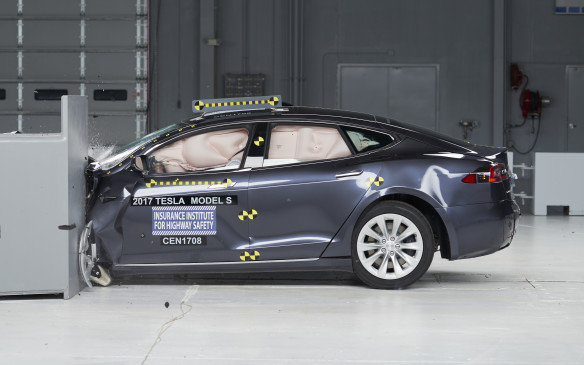 <p>Tesla Model S - IIHS Small-Overlap Crash Test</p>