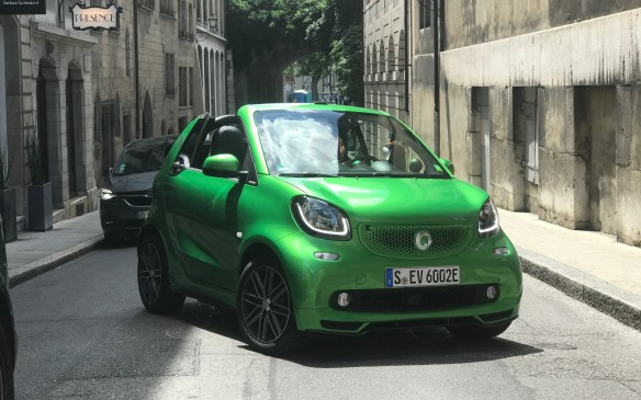 <p>The Smart is exceptionally agile in the city, though. Its turning circle of 6.95 metres seems not much bigger than a dime. Its 96-cell battery is contained under the floor between the axles, so the centre of gravity is very low.</p>