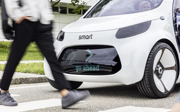 <p>Smart Vision EQ Fortwo interacting with pedestrians</p>