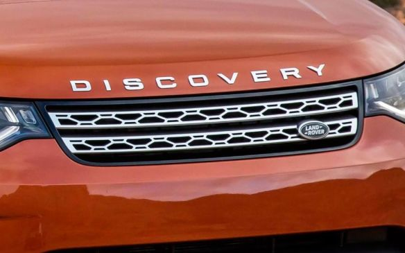 <p>2017 Land Rover Discovery</p>