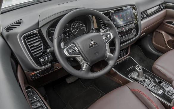 <p>2018 Mitsubishi Outlander PHEV interior</p>
