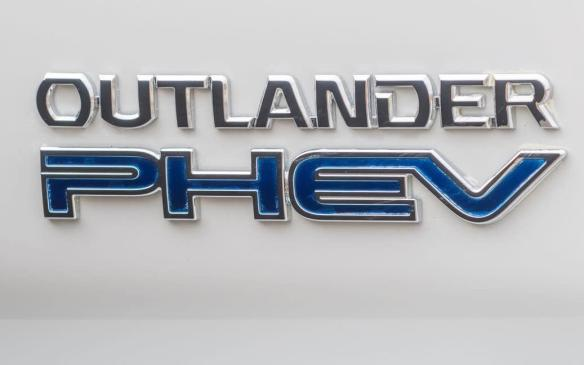 <p>2018 Mitsubishi Outlander PHEV badge</p>