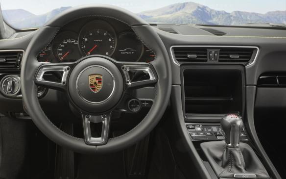 <p>Porsche 911 Carrera T interior</p>