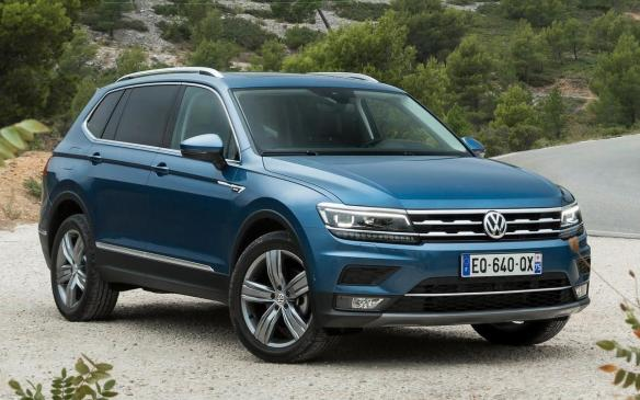 <p><strong>Vehicles: </strong>2018 Volkswagen Tiguan</p> <p><strong>Number of vehicles affected</strong>: 1,407</p> <p><strong>Details</strong>: The back-up lights within the tail light assemblies do not meet the Canadian motor vehicle photometric standards.</p> <p><strong>Correction</strong>: Dealers will replace the inner tail light assemblies.</p>