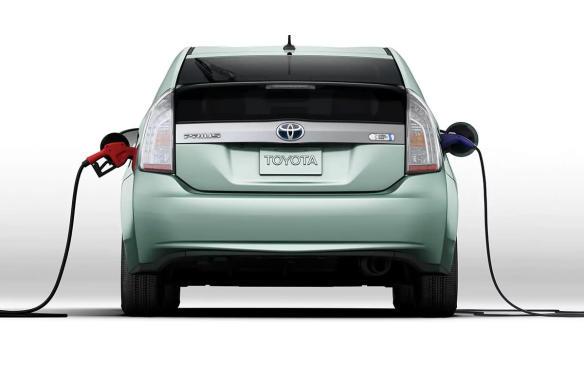 <p>2015 Toyota Prius Plug-In</p>