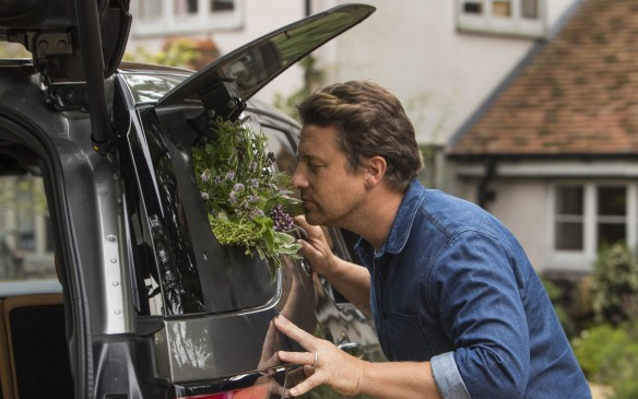 <p>2017 Land Rover Jaime Oliver Discovery herb garden</p>