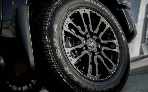 <p>2018 Nissan Titan Midnight Edition wheel</p>