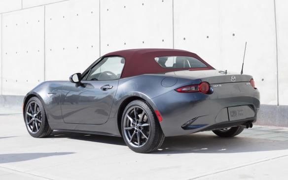 <p>2018-Mazda-MX-5-soft-top</p>