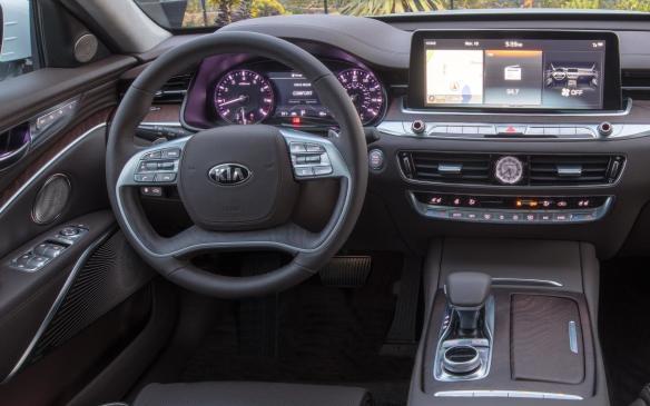 <p>2019 Kia K900 interior</p>