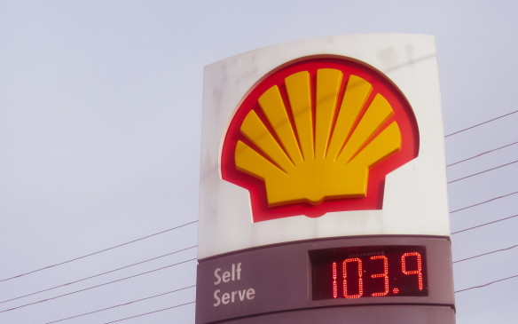 <p>After peaking just below $1.40/litre in June, Canadian gasoline prices stabilized in the $1.30 range through August and September. But since early October, they've been in freefall, now averaging around $1.06/litre for regular, at self-serve stations, across the country.</p> <p>Here's a breakdown of the average gas prices by province and in major cities.</p>