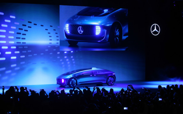<p>Mercedes-Benz R 015 Luxury in Motion concept</p>