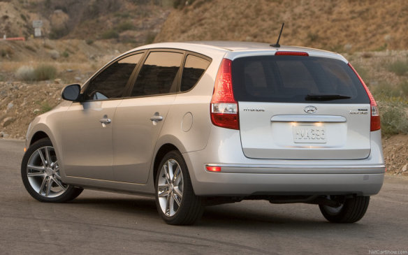 <p>2009 Hyundai Elantra Touring</p>