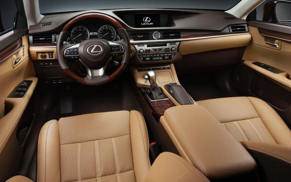 <p>2016 Lexus ES interior</p>