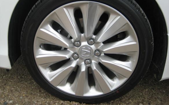 <p>2015 Acura RLX Hybrid SH-AWD</p>