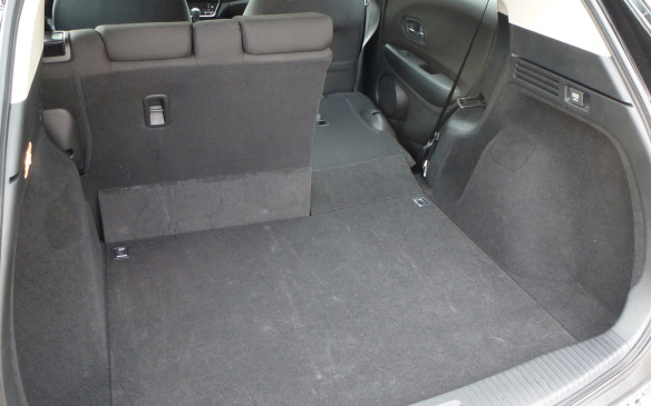 <p>Honda HR-V cargo area narrow side</p>