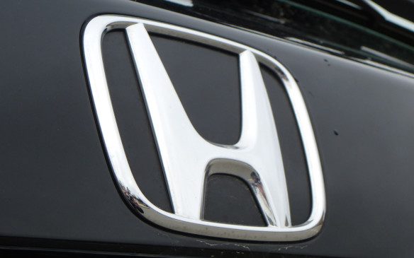 <p>Honda HR-V badge</p>
