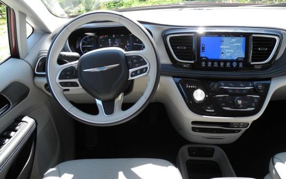 <p>2017 Chrysler Pacifica Hybrid</p>