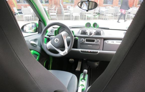 Smart fortwo electric drive - Instrument Panel