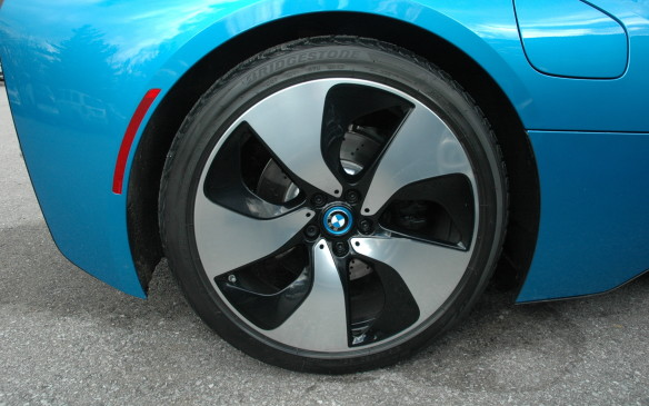 <p>The super-wide track and tightly clinging fenders disguise the fact that the 20-inch wheels are not, by exoticar standards, especially wide. The front tire size is 215/45R20 and the rear 245/40R20. The wheels are optimiszd to minimise aerodynamic turbulence.</p>
